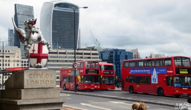 Bus rouges sur le London Bridge