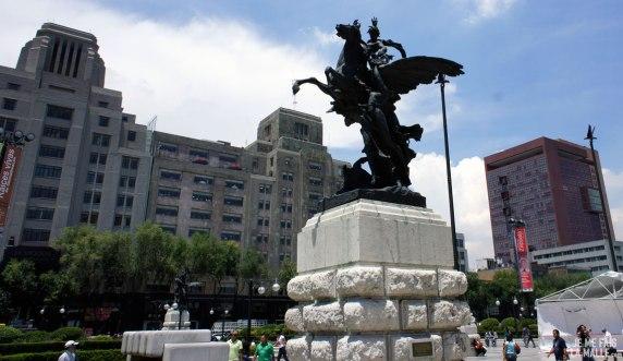Statue monumentale, Mexico