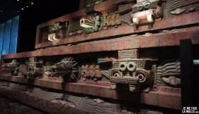 Façade d'un temple maya au musée anthropologique de Mexico