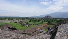 Vue du site de Teotihuacan depuis le temple du Soleil