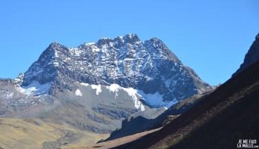 Montagne sur le chemin de la Rainbow Mountain
