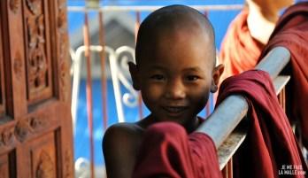 Sourires et rires au monastère, Birmanie