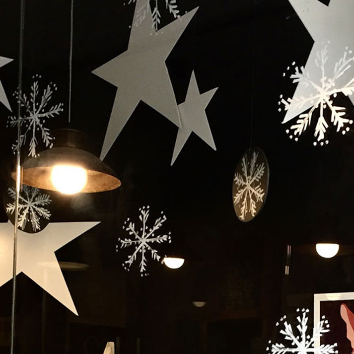 Estrellas painting window