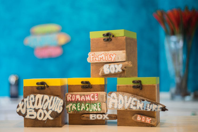 In these cute treasure boxes you can find all kinds of information about what to do in Aruba