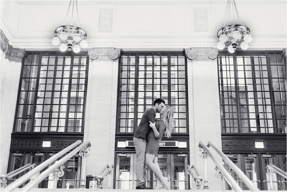 union-station-downtown-chicago-illinois-city-streets-engagement-photo-118.jpg
