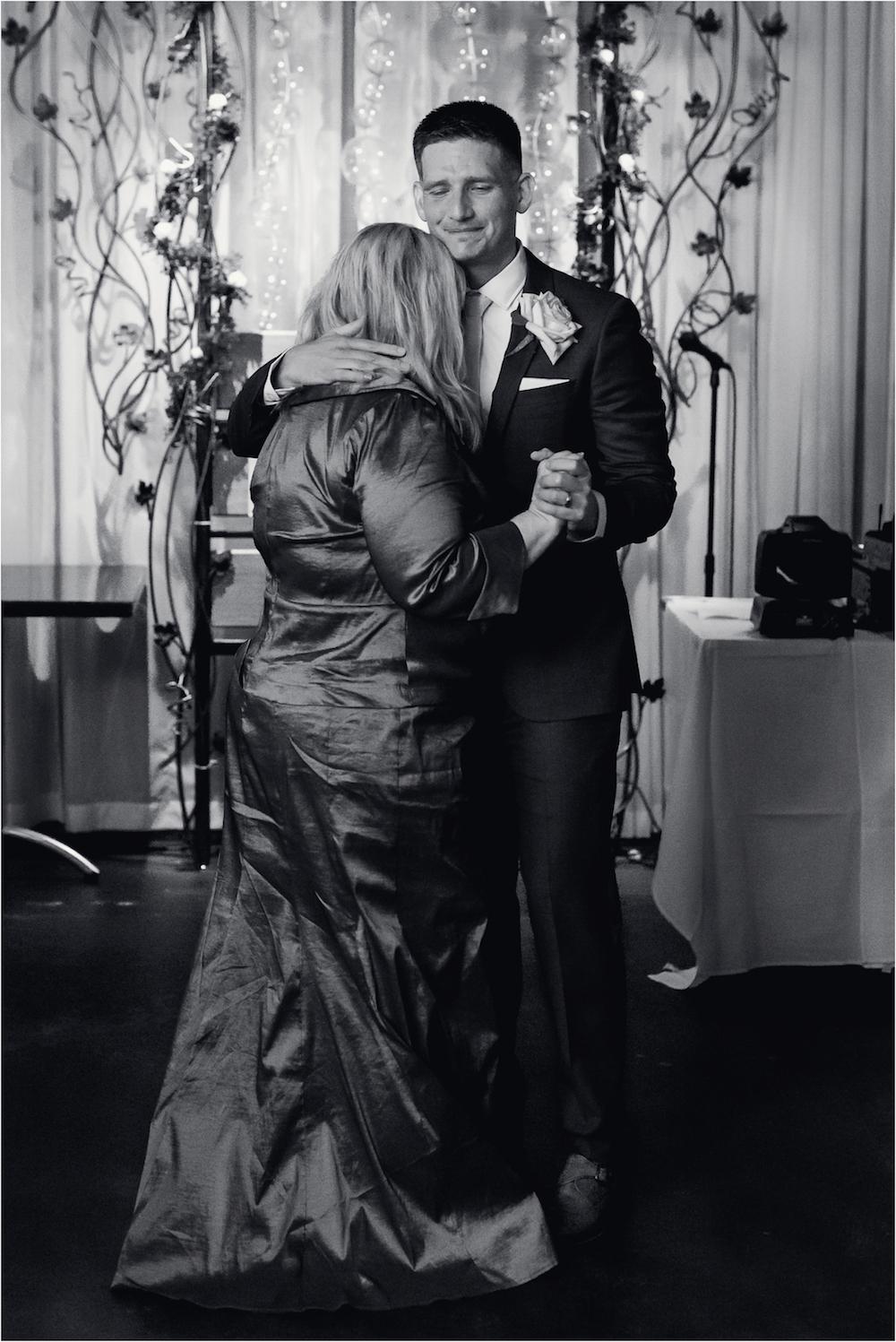 downtown-ann-arbor-university-of-michigan-vinology-brunch-wedding-photo-206.jpg