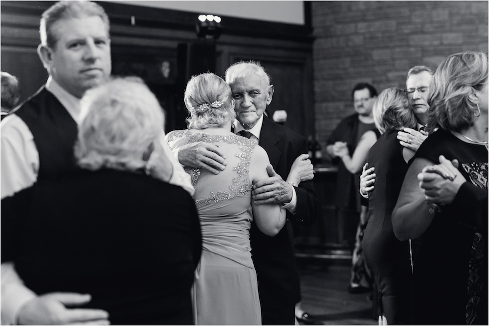 downtown-detroit-classic-elegant-wedding-photo-173.jpg