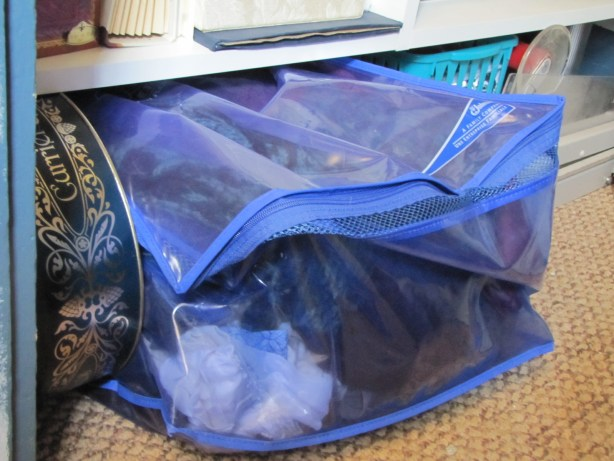 Ziploc flexible tote holding fabric scraps