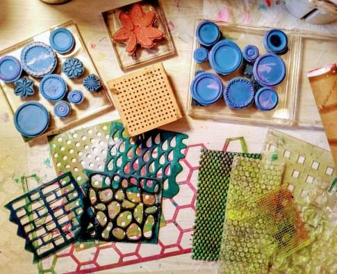 texture tools for gel printing: rubber stamps, stencils, bubble wrap, cupboard liner, cardboard roll.