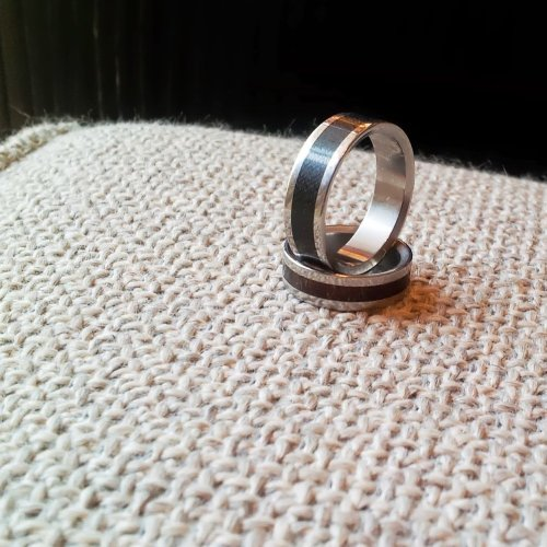 Picture of two rings.