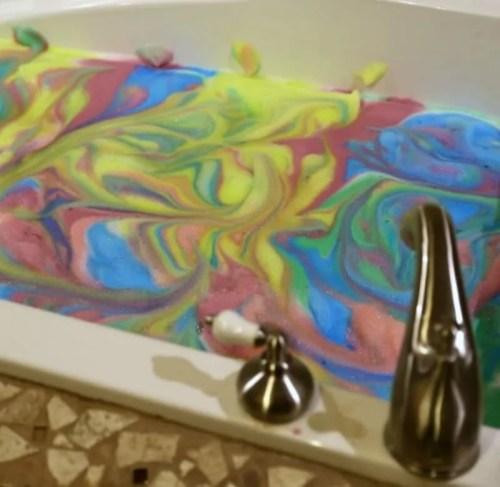 DIY Colorful Bubble Bath