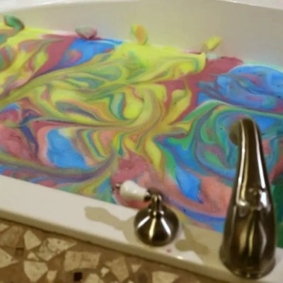DIY Colorful Bubble Bath