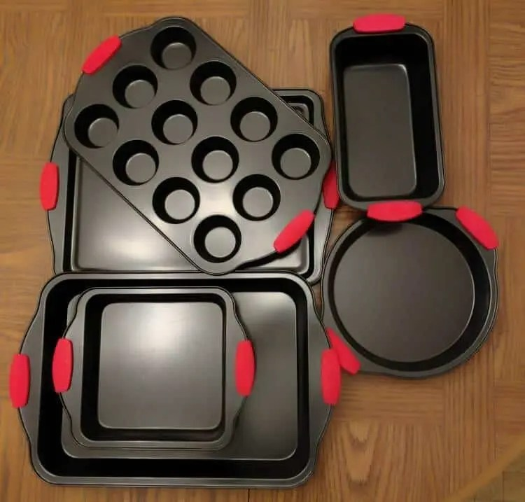 Enjoy an Assortment of Pans With This Disco Baking Inferno Jr. Set