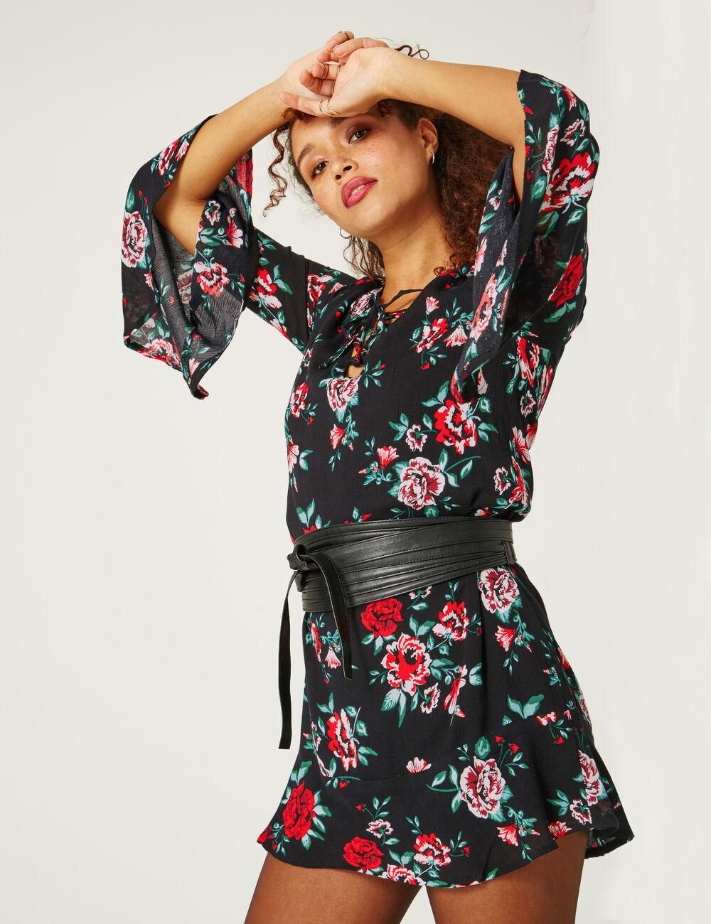 robe fleurie avec laçage noire