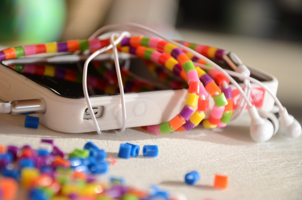 DIY beaded earbud cord via @jennyonthespot