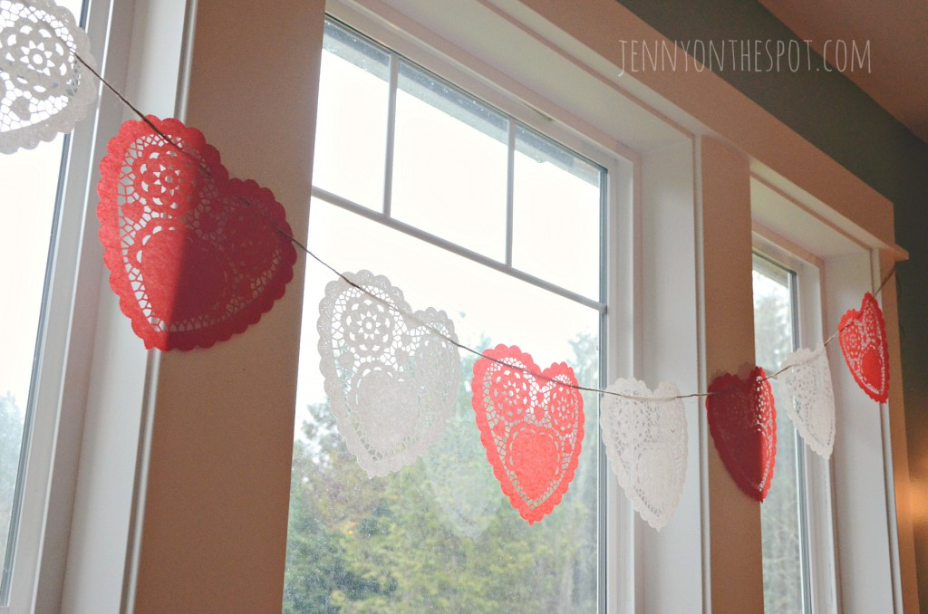 How to make a simple, heart doily Valentine garland! via jennyonthespot.com