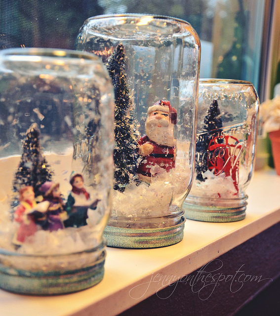 DIY no water snow globes via @jennyonthespot // www.jennyonthespot.com
