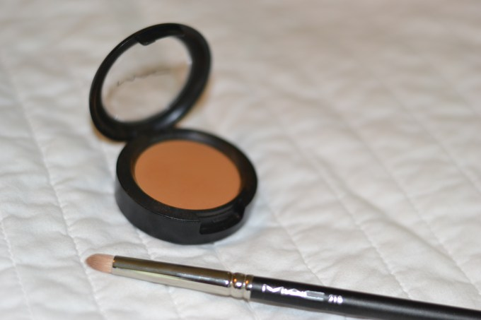 the brown eye shadow every girl should own : mac