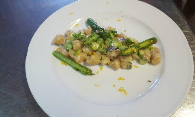 Uit de Italiaanse keuken # 2 Zelfgemaakte Gnocchi met asperges