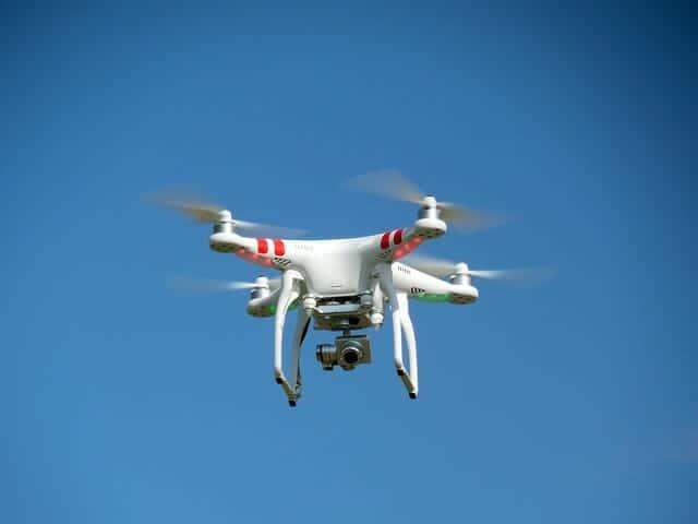 drone-407393_640