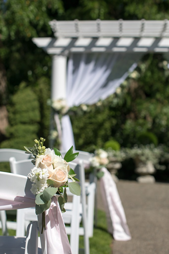 Chair and Aisle Details at Laurel Creek Manor; by Jen's Blossoms