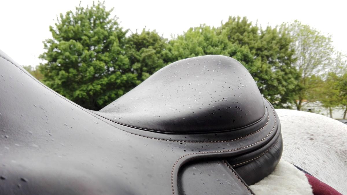 selle cuir eau pluie entretien