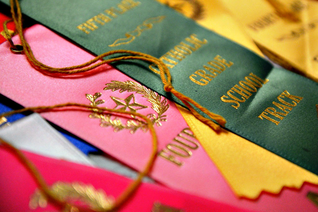 Colorful Track Ribbons Green Pink
