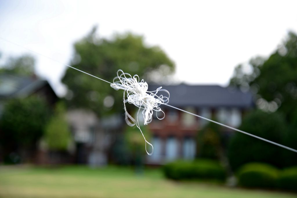 Knotted Kite String