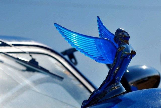 Route 66 hood ornament with blue wings