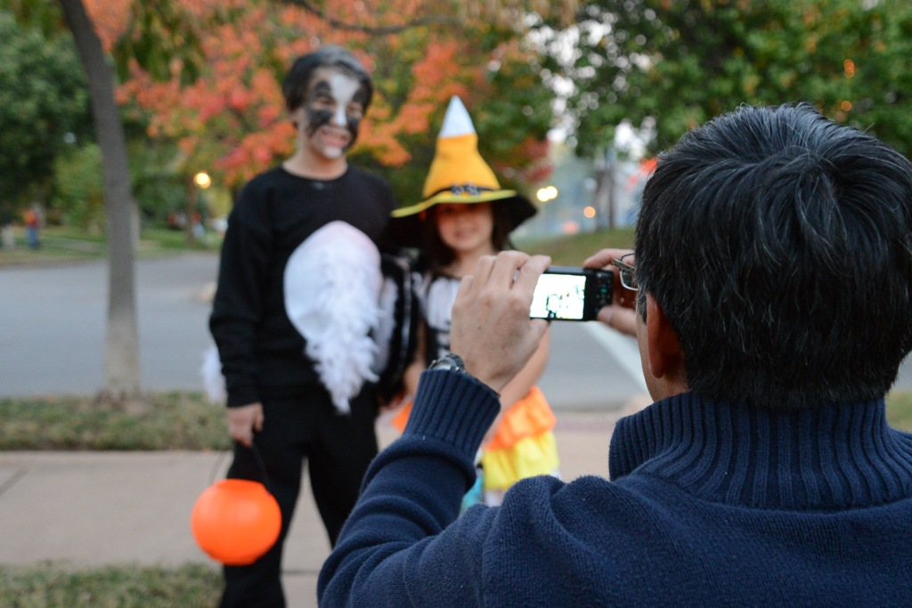 kids halloween picture of a picture being taken