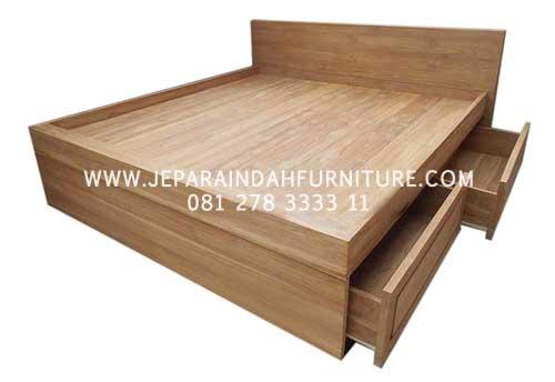 Tempat Tidur Minimalis 4 Laci Multifungsi Berbahan Kayu Jati TPK