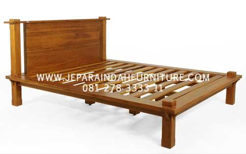 Tempat Tidur Model Minimalis Berbahan Kayu Jati