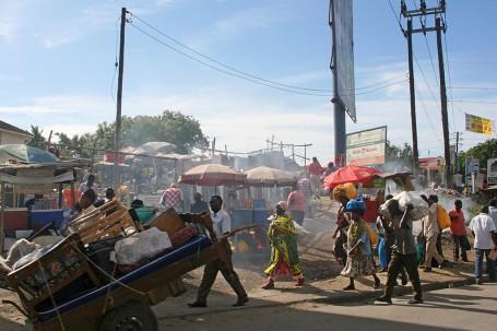 Effervescence dans la rue à Mombasa