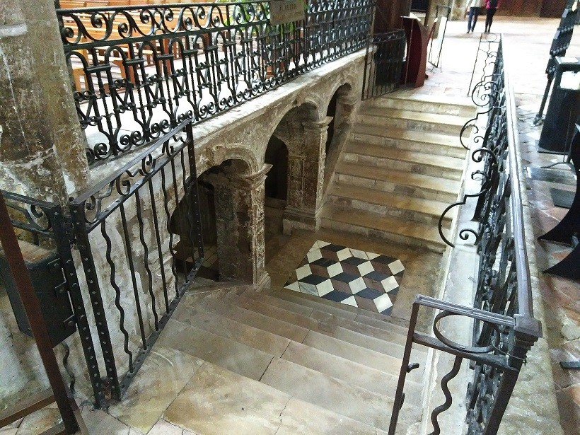 accès crypte basilique sainte-marie-madeleine saint maximin