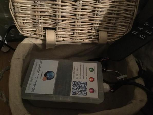 équipement de contrôle du lit motorisé avec la télécommande permettant de prendre le relais à la main