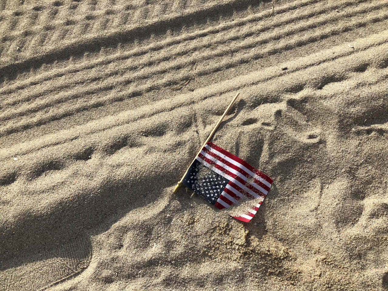 Jérémie André, Jeremie Andre, Environment, American flag, US Flag, Beach, 4th of July, Fourth of July, Independence Day, Beach Cleanup, Cleanup, Pollution, 4th of July in Miami Beach