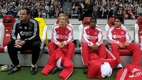 Ajax - Heracles in De ArenA, uitslag 3-0, alle doelpunten vielen in de 2de helft. Boilesen, Verhoeven, Ligeon en Ozbiliz op de bank.