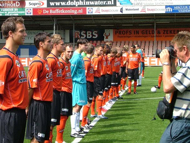 De selectie van FC Volendam wordt tijdens de persdag op de foto gezet