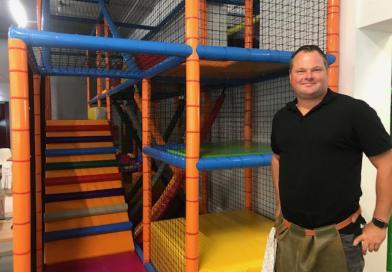 Indoorspeeltuin Plezier is OPEN, Jeroen Verhoeven verteld op NPO Radio 1 over dit Sociaal Maatschappelijke project!