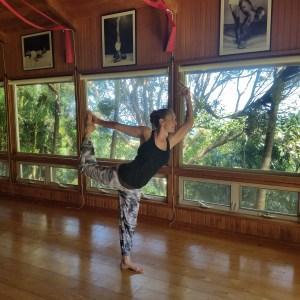 Jesi Lee in dancer pose at Maya Yoga Maui