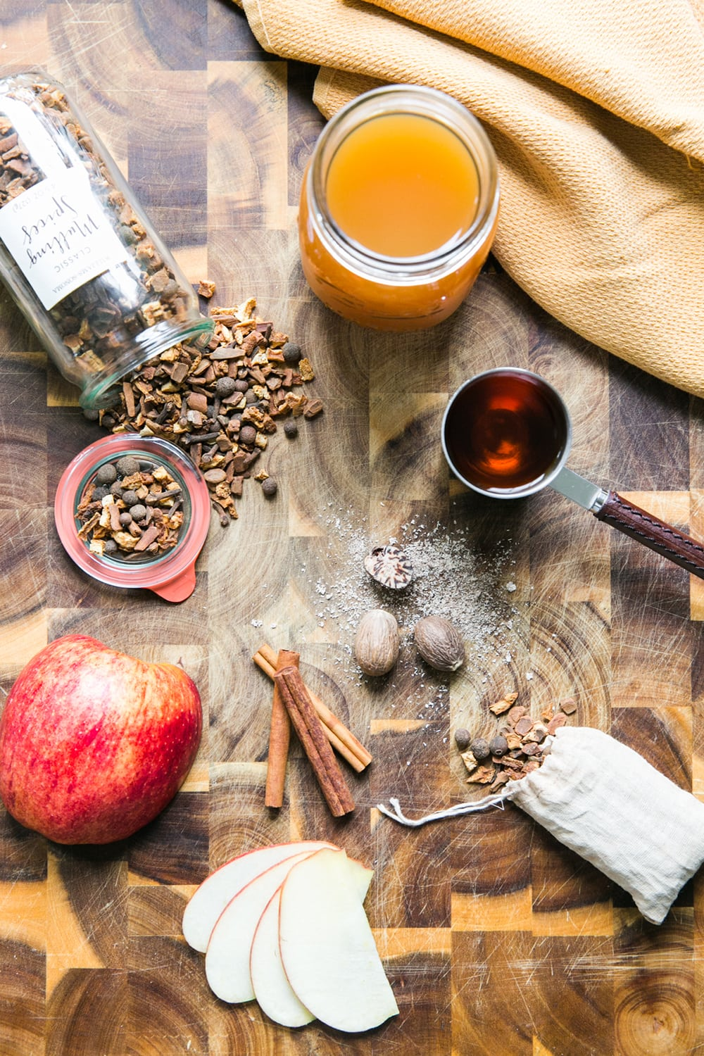 Mulled Cider with Brown Honey Rum | How to Apple Cups | Fall Recipes | Fall Cocktails | Jessica Brigham | Magazine Ready for Life