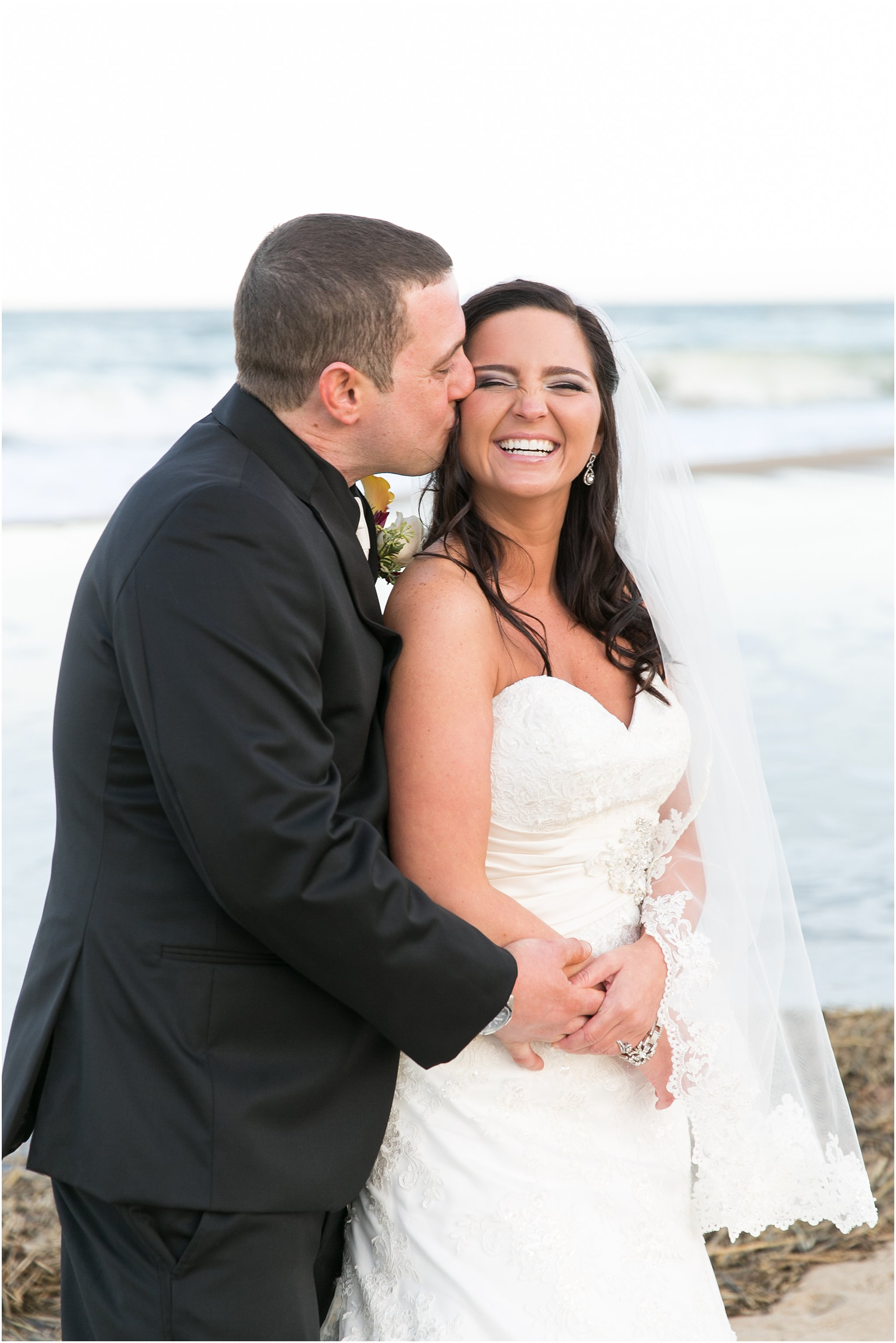jessica_ryan_photography_wedding_virginia_beach_oceanfront_holiday_inn_north_suites_hotel_wedding_0688