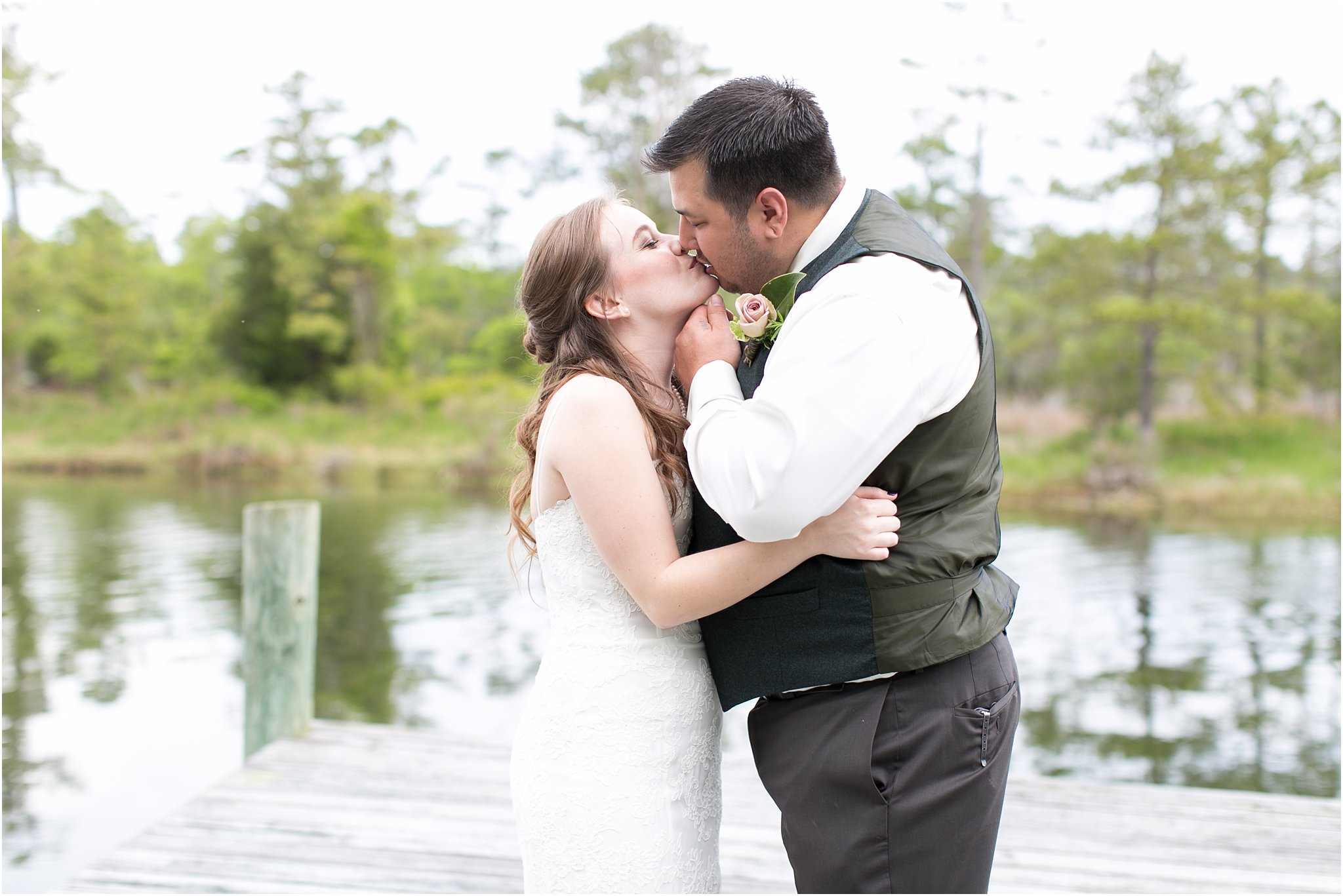 jessica_ryan_photography_virginia_virginiabeachwedding_bayislandvirginiabeach_backyardwedding_waterfrontwedding_intimatewedding_vintagewedding_1570