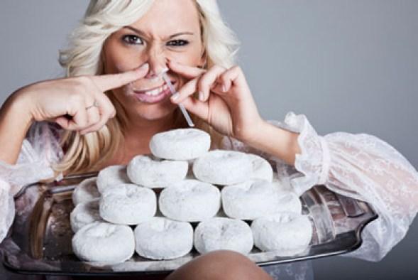 wciąganie cukru nosem
