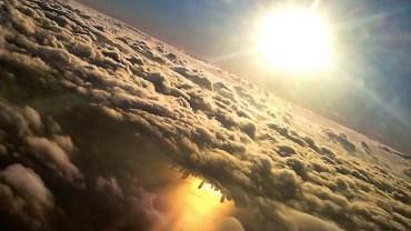 10 powodów dla których ZAWSZE w samolocie wybierasz miejsce przy oknie