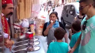 Chciał kupić lody… ale zupełnie nie spodziewał się takiego finału!