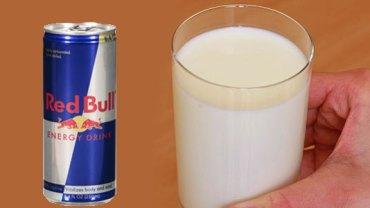 Wziął puszkę Red Bulla i wlał ją do szklanki z mlekiem. Wynik eksperymentu może szokować!