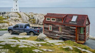Ta para postanowiła wyruszyć w pasjonującą podróż. Zabrali ze sobą jedynie… własny dom!