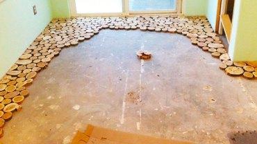 Zaczął układać drewniane okręgi na starej podłodze. Kiedy skończył, nie mogłam uwierzyć w to, co widzę. Rewelacja!
