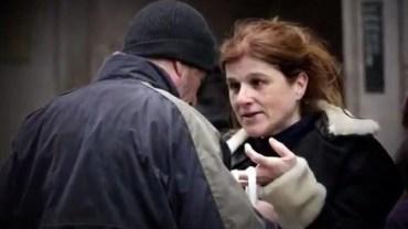 Kobieta dała jedzenie bezdomnemu, nie wiedziała, że będzie przez to sławna na cały świat!